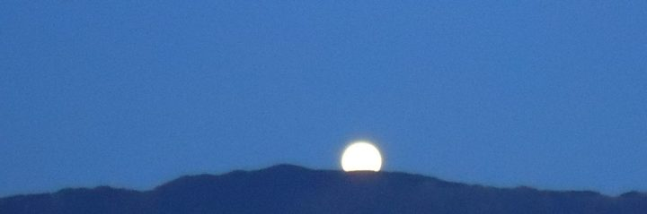 cropped-cropped-full-moon-rising-211.jpg