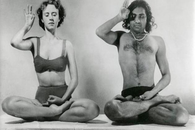 1941-vintage-yoga-an-indian-man-a-european-woman-practicing-yoga-rare-photo-history-1